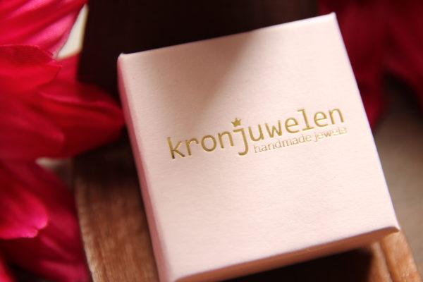 Schöner und dezenter Schmuck von Kronjuwelen