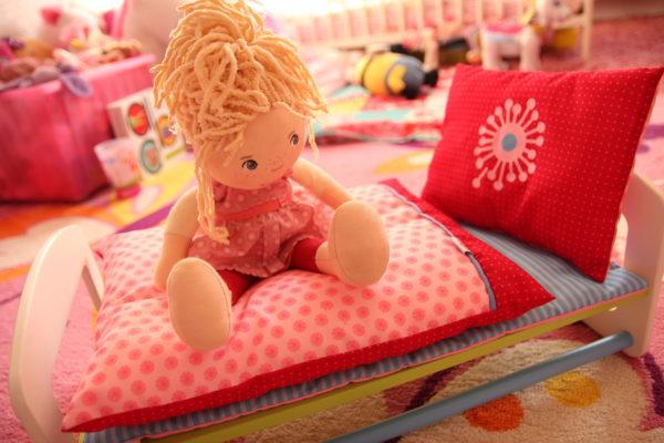 Püppi hat jetzt ein eigenes Bett…